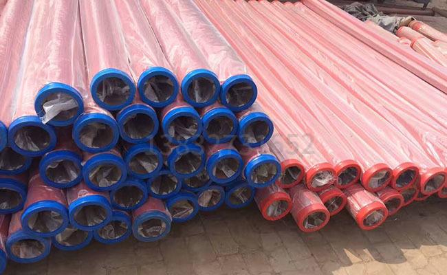 泵车输送泵管的图片