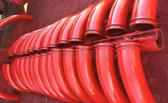 拖泵输送弯管的图片