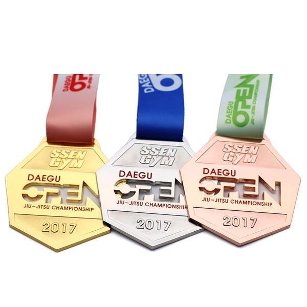 Wholesale-Custom-Gold-Award-UAE-University-Medal (4)