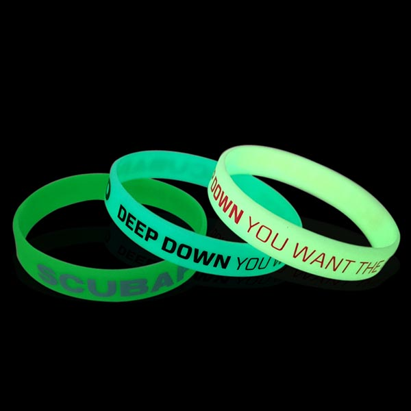 China manufacturer made Custom Crossfit Silicone Bangle Bracelet