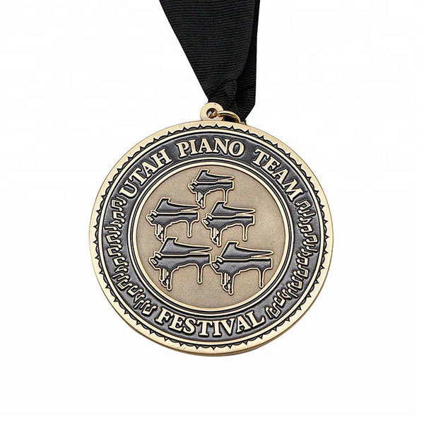 Factory direct sell Festival Metal Medallion with lanyard
