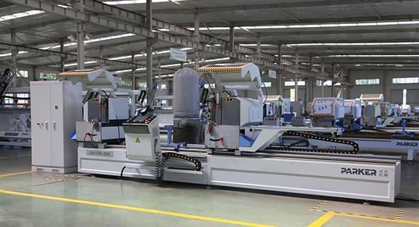 齐天门窗厂家引进进口数控加工设备采用高端断桥铝合金门窗型材