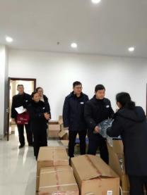 广安公交公司为员工发放冬季工作服