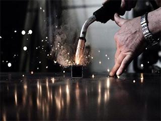不锈钢1.8米通风柜价格要考虑焊工不锈钢板焊接费用、