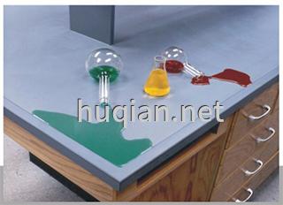 实验台的台面有环氧树脂板