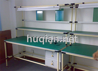 实验台的台面有防静电板
