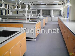钢木实验台的意思就是下柜体是木质材料,钢架是方钢材料