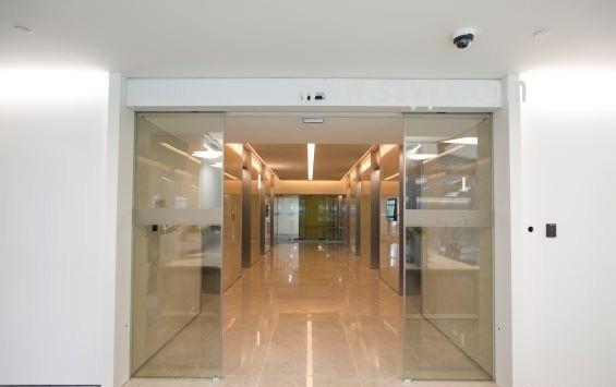 成都无框玻璃自动感应门工程,成都无框玻璃自动感应门安装