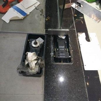 地彈簧玻璃門維修更換