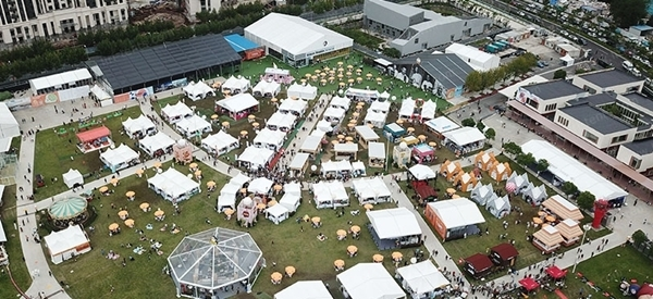 Large Outdoor Food Festiva ...