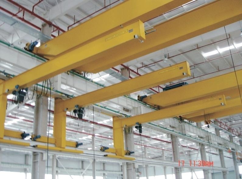 wall traveling jib crane