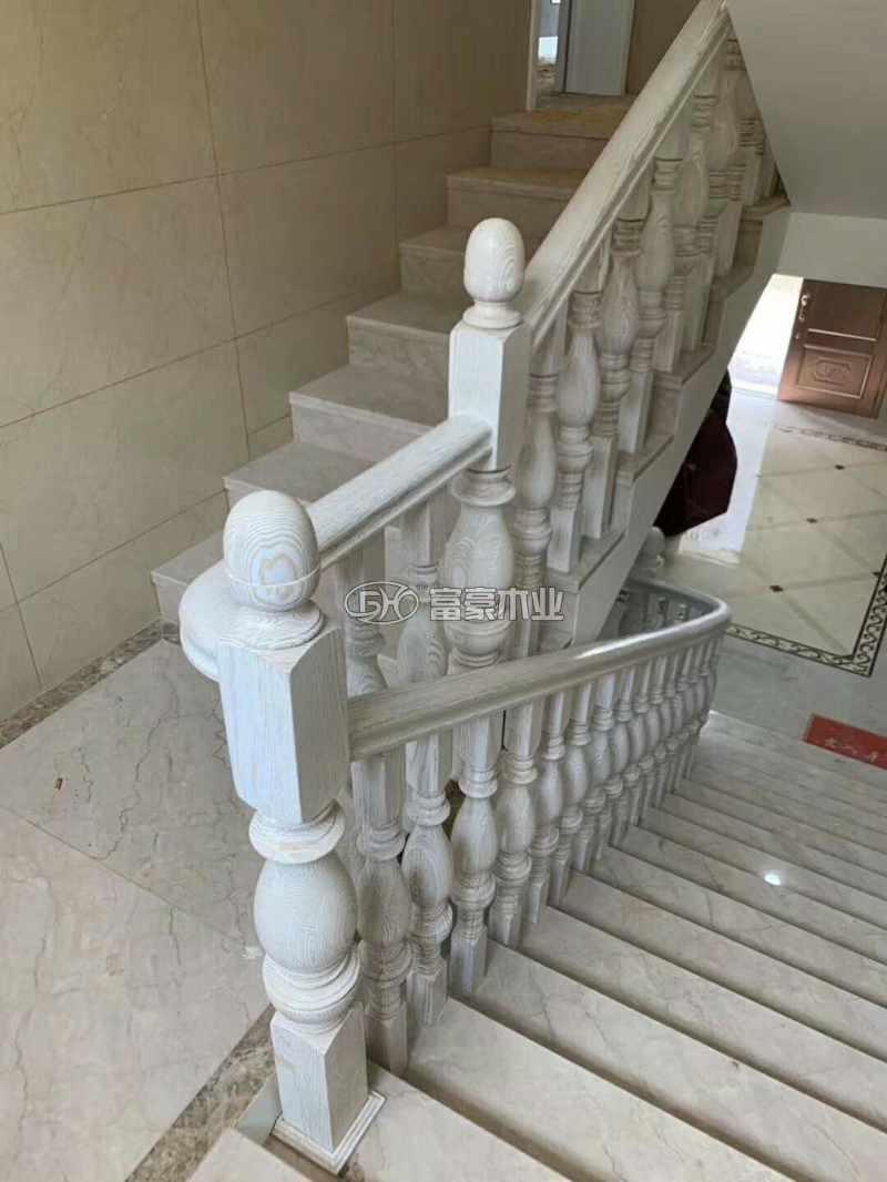 湖北浠水實木樓梯紅橡擦金富豪樓梯