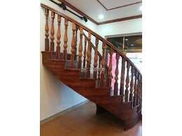 富豪实木楼梯与钢木楼梯比较