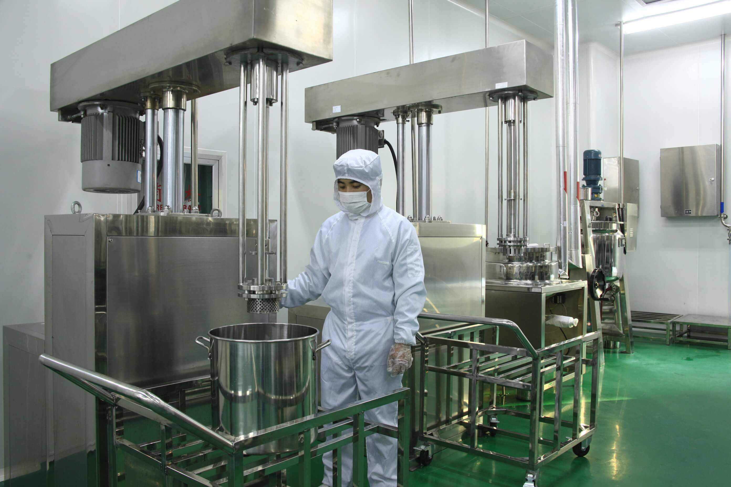 纯露的重要性也是时刻体验在广州oem化妆品工厂当中