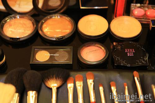 专业化妆品加工厂教您正确使用精华素
