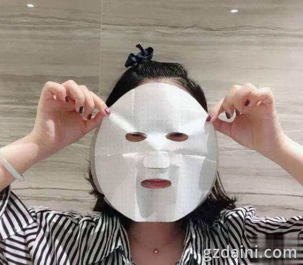 干净的面部易于皮肤吸收面膜中的营养,广州面膜oem哪家好