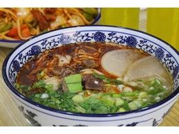 这回吃牛肉面不用去兰州了,北京大兴也有正宗的老字号兰州牛肉面!