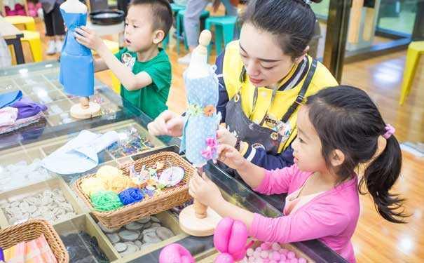 在教学目的中培养孩子的互相协作能力