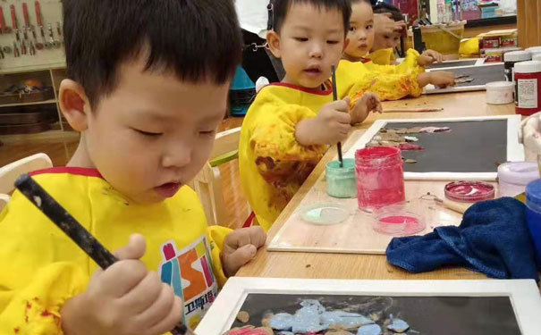 启发儿童感知能力,尊重儿童自我体验