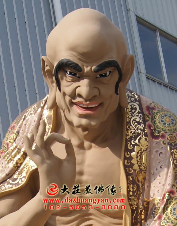 苏频陀尊者彩绘塑像正面近照