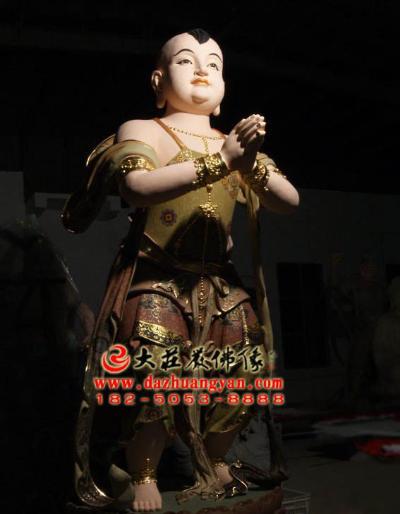 铜雕彩绘描金观音右协持善财童子塑像侧面照