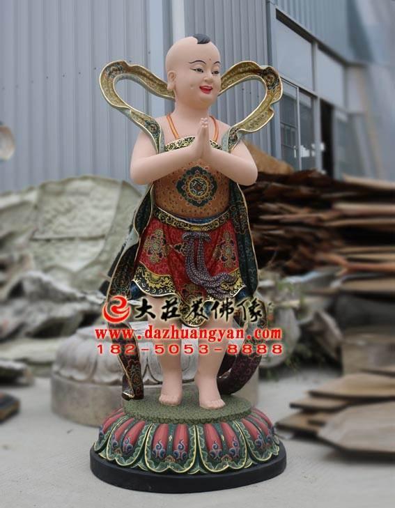 铜雕彩绘善财童子塑像侧面照