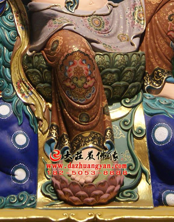 铜雕文殊菩萨彩绘局部特写