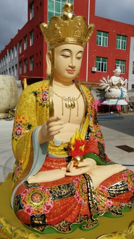 彩绘描金地藏王菩萨侧面近照