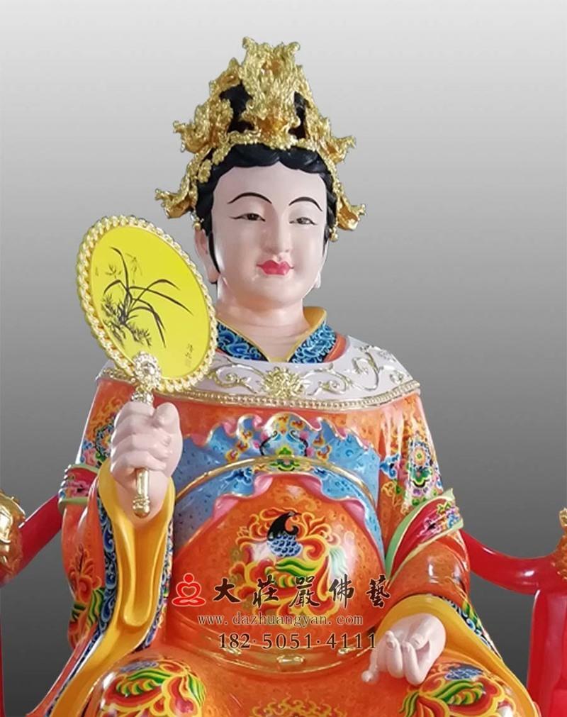 铜雕彩绘江夫人侧面近照