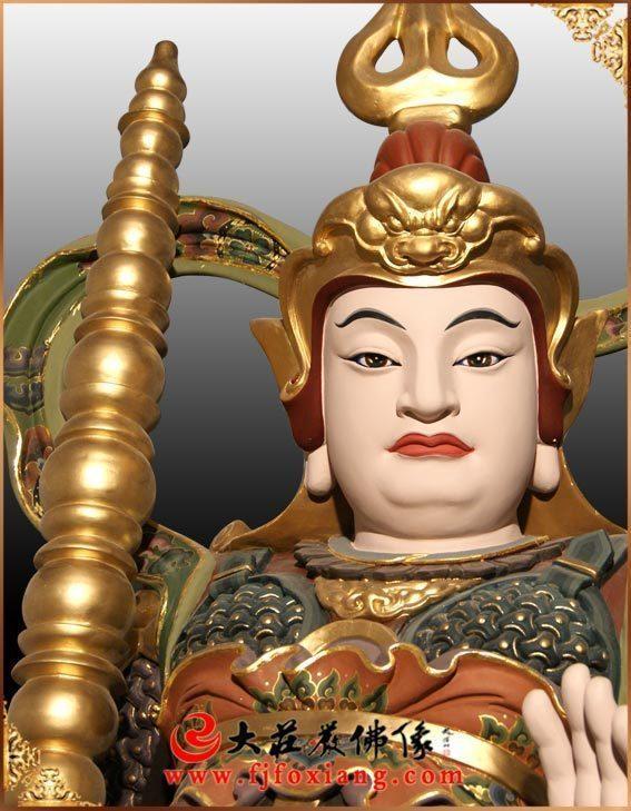 铜像韦陀菩萨彩绘正面近照