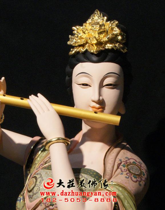 铜像笛子伎乐天彩绘神像特写