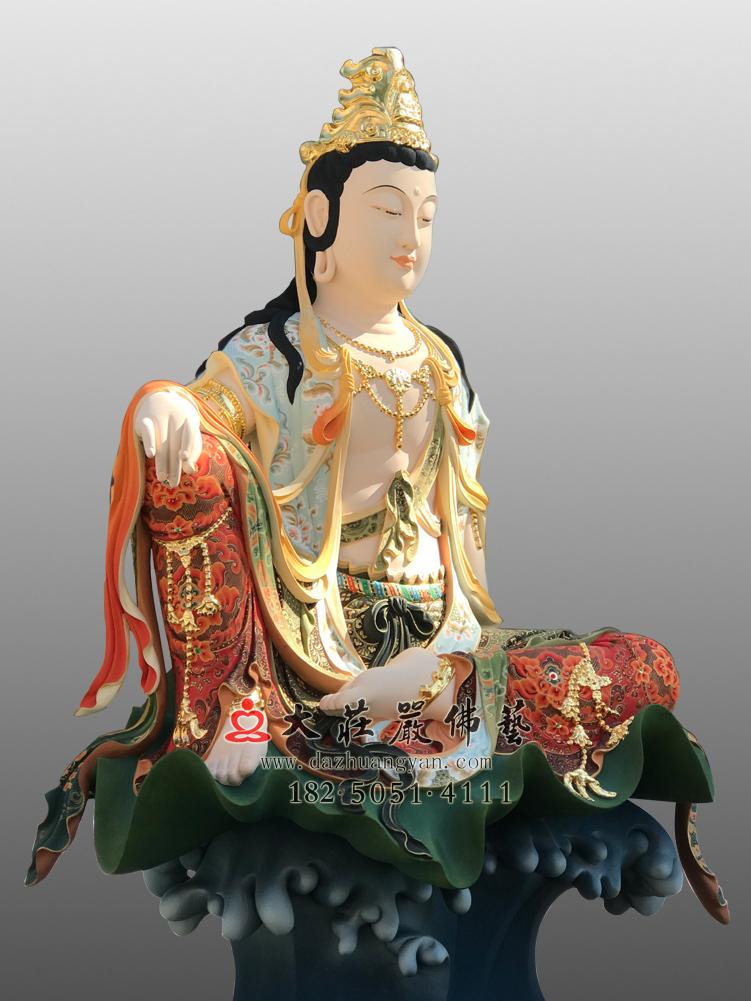 铜像自在观音侧面彩绘佛像