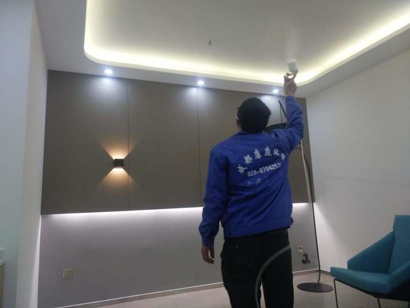 采用环保材料装修,新房装修完没有异味是不是就没有污染。