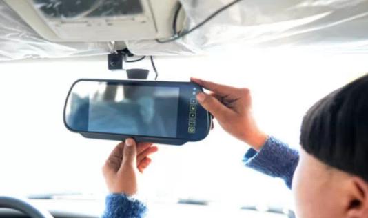 重庆出租车 车载GPS服务费到底该咋收?