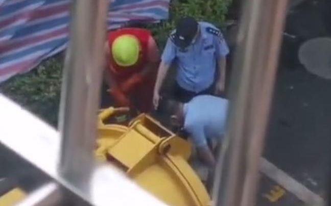 「舆情热点」杭州女子失踪案实拍,警方在化粪池找到女子遗体