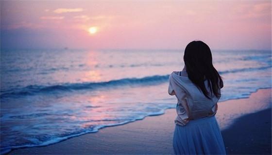 她曾深深的爱他,如愿嫁进豪门的她却心如死灰,逃离去了美国。