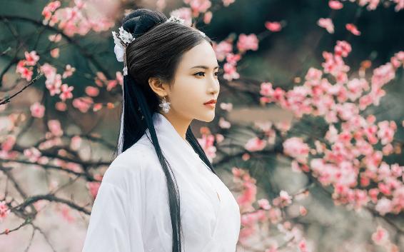 江靖言主动娶了秦舒,不是因为爱,而是想合法的让她受尽折磨。