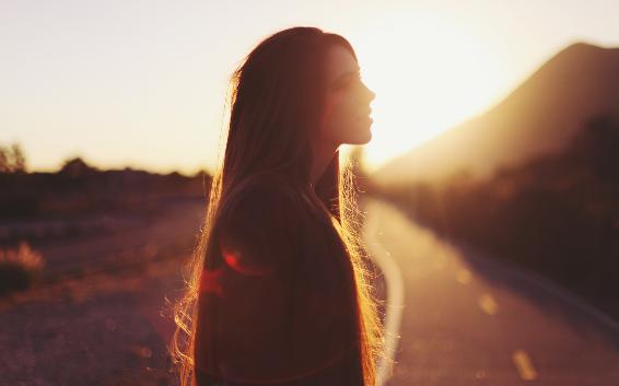 在他以为会孤独终老的时候,她像个天使一样出现在他的生命里。