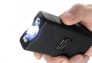 保安装备电击棍除了电击还有其他功能吗?